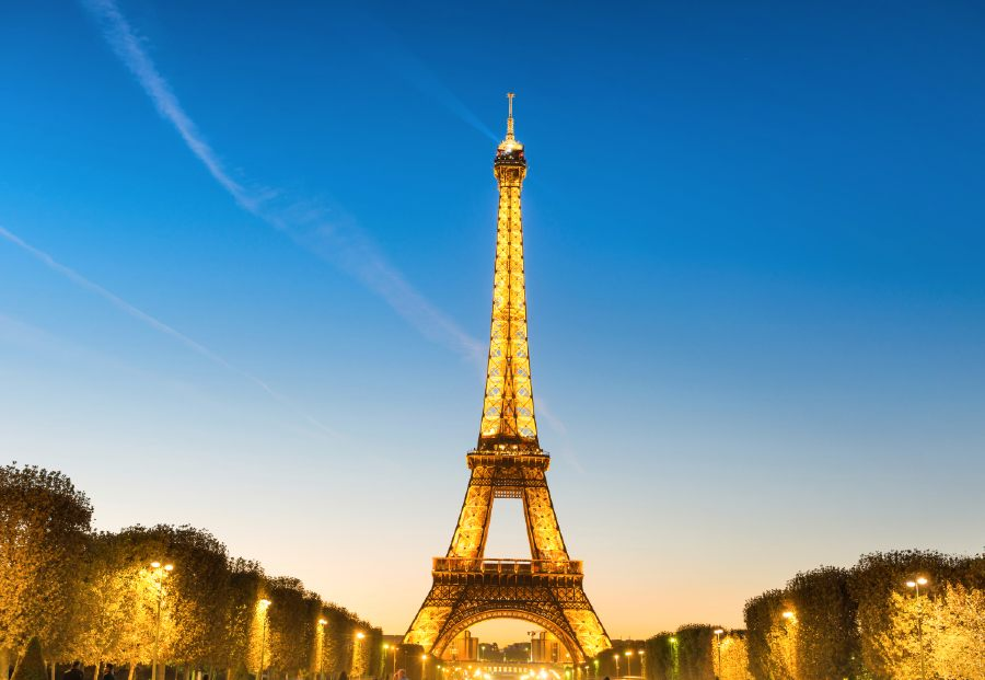 what to do in paris at night