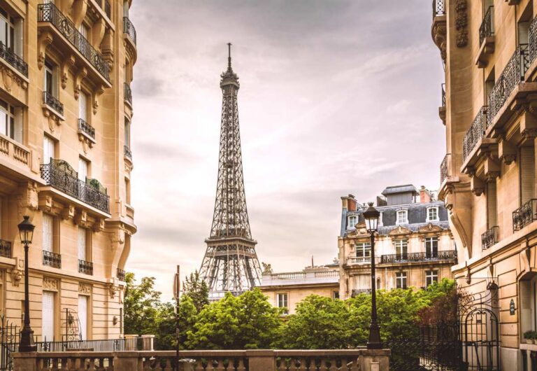 8 Best Hotels with Eiffel Tower View in Paris