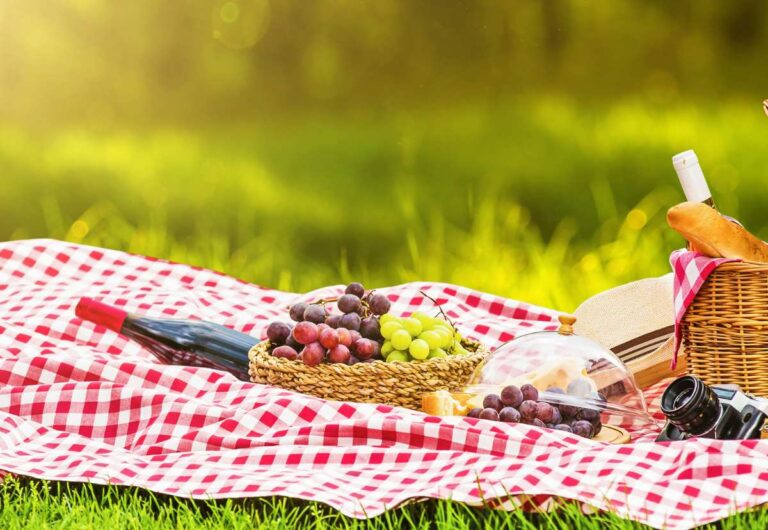 How to Plan The Perfect Picnic in Paris