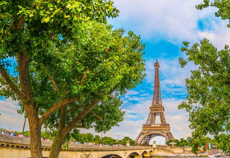 What Not To Do in Paris: 26 Rookie Mistakes To Avoid