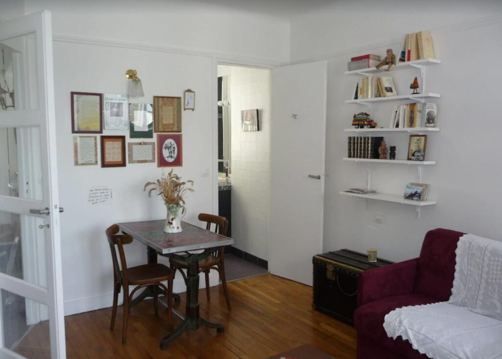 This Bright and decorated studio flat is one of the vacation apartment rentals in Paris