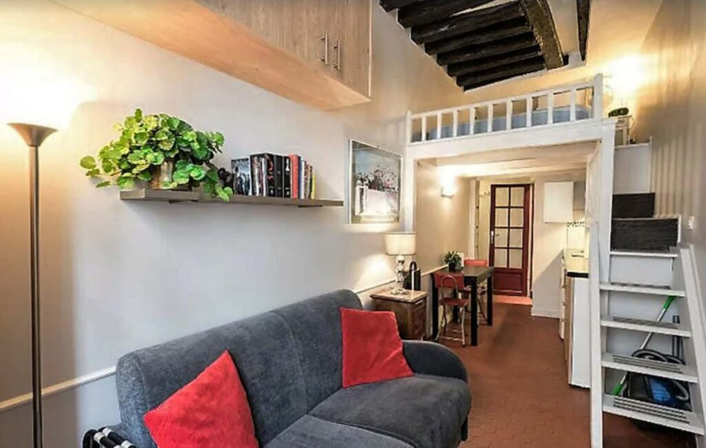 This Charming Studio in Perfect Location is one of the Mid-Range Holiday Apartments In Paris