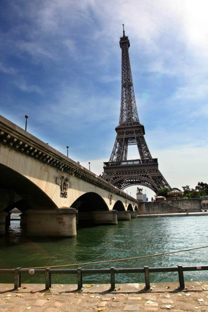 Pont De'lena is one the best places to take photos of the Eiffel Tower