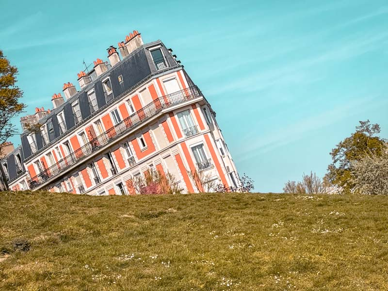 seeing the Sinking house in Montmartre is one of the things to add to your Paris weekend itinerary