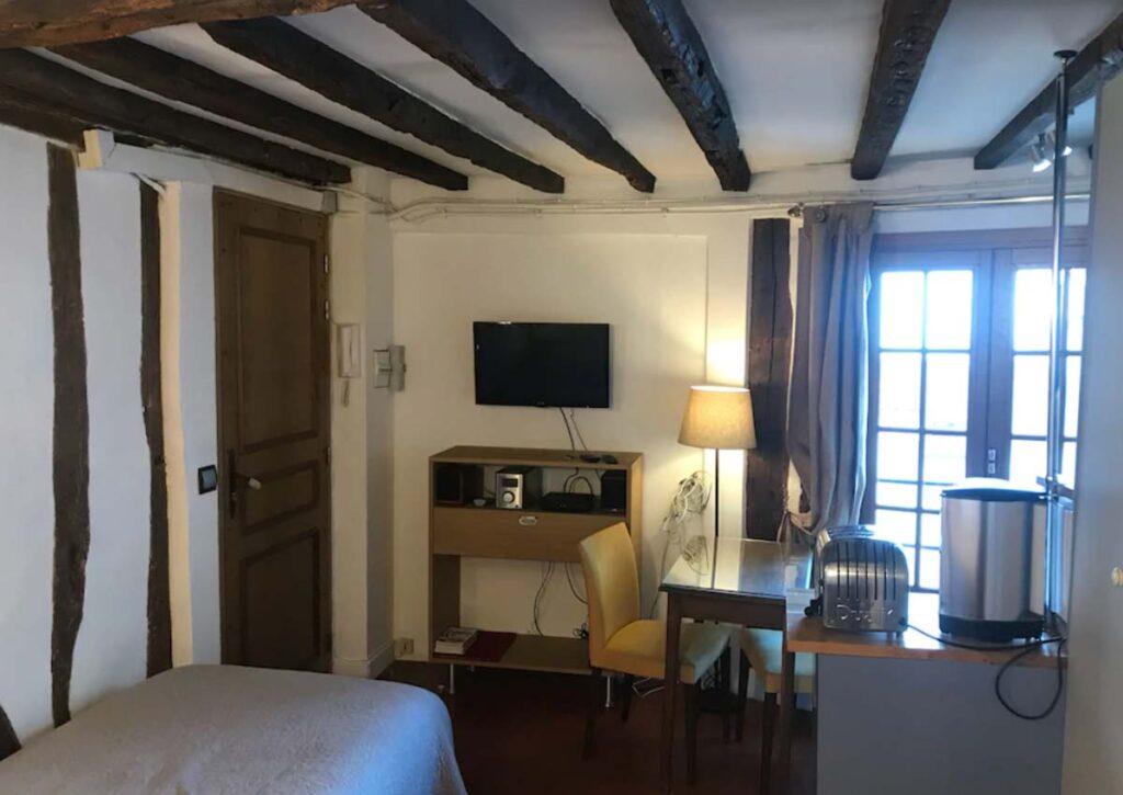 This Studio Apartment in Marais, Paris is one of the Paris holiday rentals