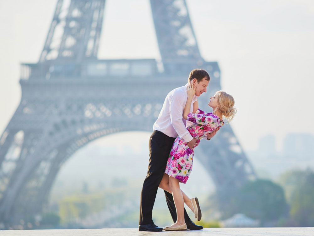 Planning a Couple's Photoshoot is one of the things to do in Paris for couples
